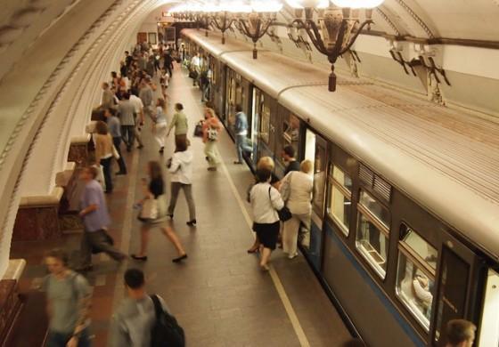 Moskova Metrosunda 'E-Kitap' Keyfi
