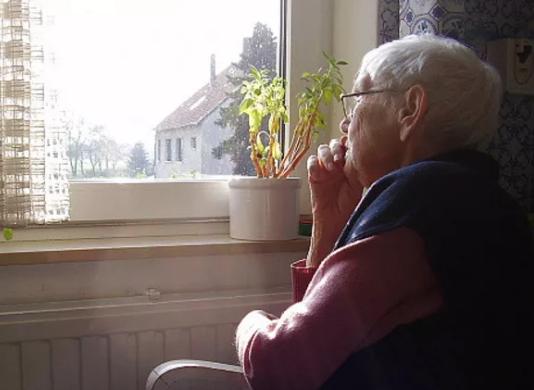 """""""Annemizi nihayet huzurevinde kalmaya ikna ettik"""" - Cemil Biçer yazdı..."""