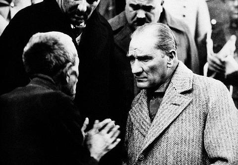 Photo of Atatürk'ü anlamak için okunması gereken 25 kitap