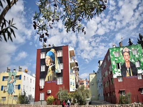 Mersin'de sokaklar sanatla renklendi!