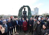 Cengiz Aytmatov heykeli Maltepe'de açıldı!