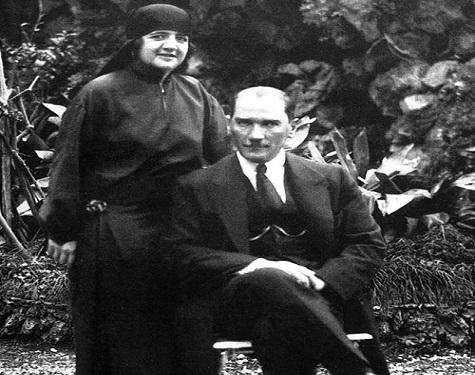 Yapı Kredi Kültür Sanat Loca Söyleşi – İpek Çalışlar, Teyfur Erdoğdu 'Mustafa Kemal Atatürk'e yakından bakmak'