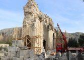 Anavarza Antik Kenti'nde yer alan 'Zafer Takı' restore ediliyor.
