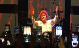 Selda Bağcan dünyada bir ilki 'Sokak Festivali'nde gerçekleştirdi!