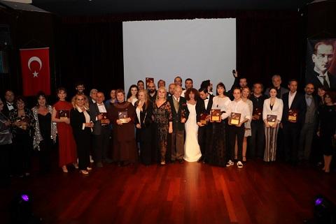 Üstün Akmen Tiyatro Ödülleri Sahiplerini Buldu.