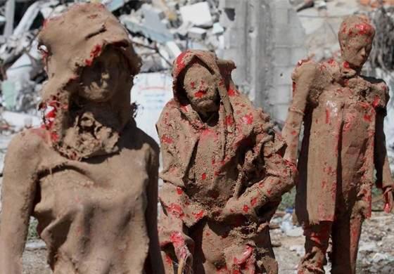 Photo of Gazze'deki yıkımı heykellerle anlattı