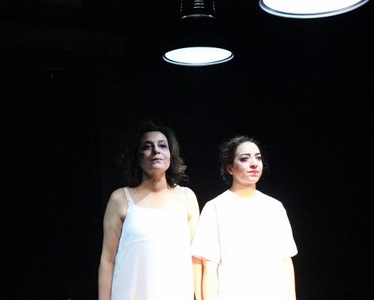"""Photo of Tiyatro321'in ilk oyunu olan """"Kapılar"""" – Nasuh Bektaş yazdı."""