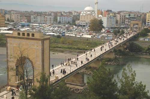 Photo of Çarşamba Köprüsü'nde adam vurulmaz – Cemil Biçer yazdı…