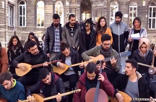 """Photo of İTÜ öğrencilerinden """"Müzik haramdır"""" diyenlere türkülü cevap: 'Şeytan bunun neresinde'"""