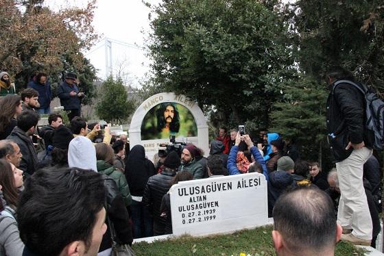 Photo of Barış Manço kabri başında anıldı.