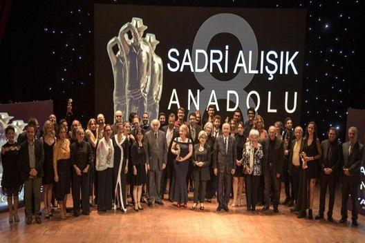 Photo of Sadri Alışık Anadolu Tiyatro Oyuncu Ödülleri sahiplerini buldu.