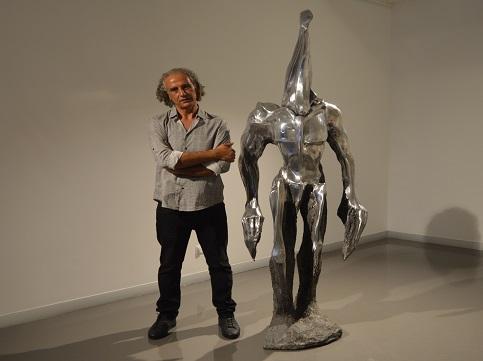 Photo of Kazım Karakaya'nın heykelleriyle karşılaşınca…