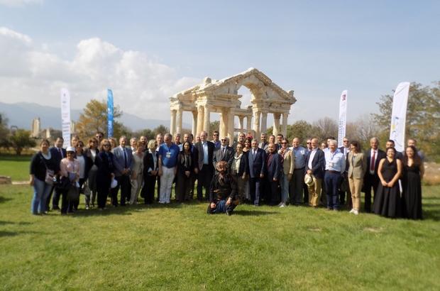 Photo of AB Büyükelçileri UNESCO listesindeki Afrodisias'ı ziyaret etti.