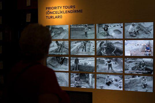 Photo of 'Bir Kazı Hikâyesi Çatalhöyük' Londra'da sergileniyor – Mine Bora Diri yazdı…