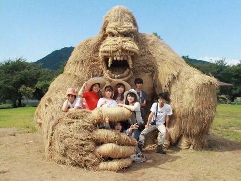 Photo of Bu heykeller 'saman'dan yapıldı!