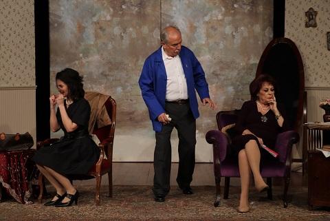 """Photo of """"Anneme Artık Dur Lazım"""" seyirci ile buluştu."""