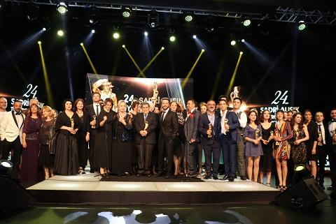 Photo of 24. Sadri Alışık Tiyatro ve Sinema Oyuncu Ödülleri sahiplerini buldu!