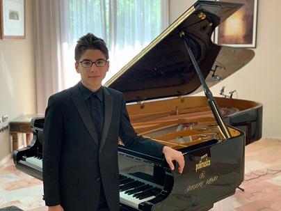 Photo of Genç Piyanist Tarık Kaan'ın dünya başarısı
