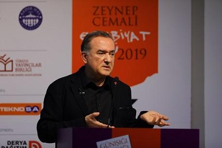 """Photo of Murathan Mungan: """"Edebiyat bir damıtma sanatıdır!"""""""
