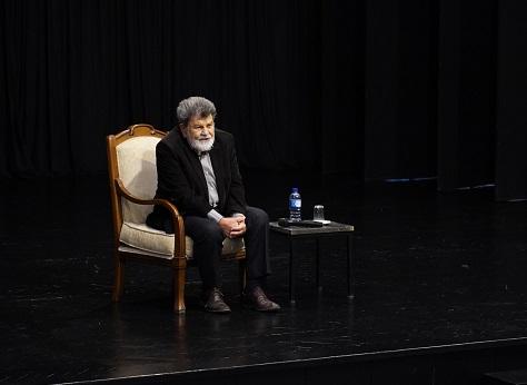 Photo of Cevat Çapan'dan özel tiyatro bilgileri