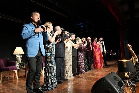 Photo of Türk Sanat Müziği'nin Ünlü İsimleri Bu Kez Eğitim İçin Söyledi