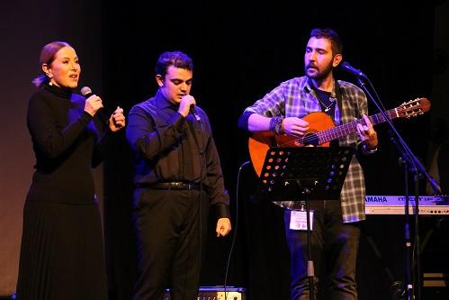 Photo of Zuhal Olcay ve Işık Üniversitesi Otizm Orkestrasından Muhteşem Düet