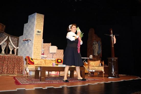 """Photo of """"Basit Bir Ev Kazası"""" tekrar sahnede!"""