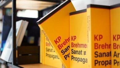 """Photo of ARTER YAYINLARI'NIN 50. KİTABI: """"KP BREHMER: SANAT ≠ PROPAGANDA"""""""